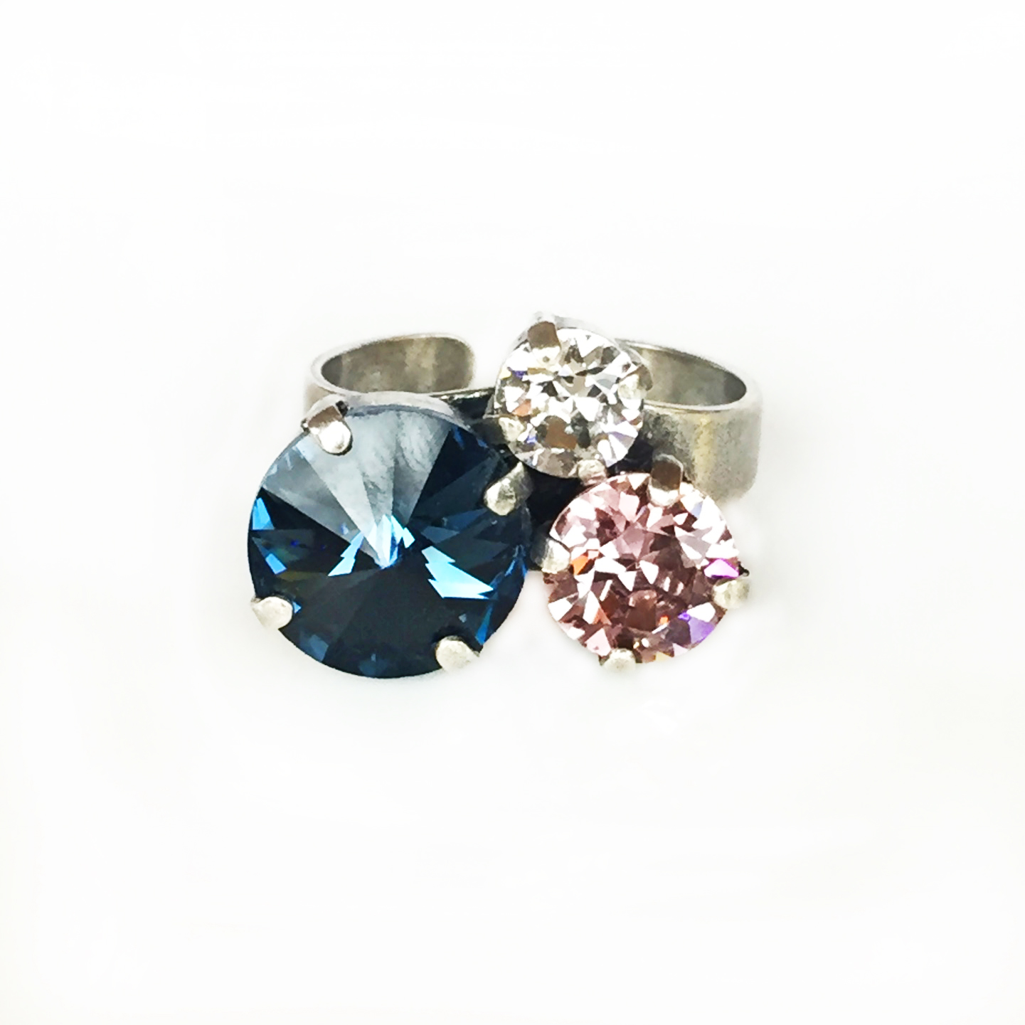 3-stone-cluster-ring-blue